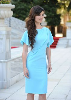 Berenice Marlohe - love her dress (and the hair) I Love Fashion, Star Fashion, Fashion Beauty, Women's Fashion, Taurus, Dress Skirt, Dress Up, Bond Girls, French Actress