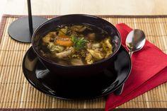 A Thai húsleves egy sok zöldséget tartalmazó, sertéshúsgombócos egzotikus étel.