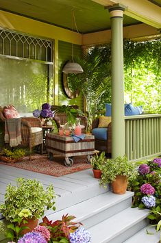 Beautiful Hanging Plants Ideas For Your Porch Porch Veranda, Porch And Balcony, Home Porch, Cottage Porch, Porch Roof, Outdoor Rooms, Outdoor Living, Outdoor Decor, Farmhouse Front Porches
