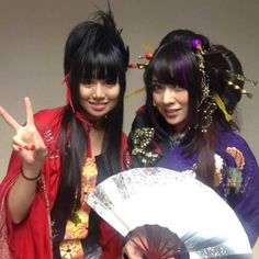 🌸Beni Ninagawa and Yûko Suzuhana🌸 - Wagakki Band. Popteen, Japanese Costume, Cute Japanese Girl, Groupes, Cool Bands, Hard Rock, Martial Arts, My Idol, Musicians