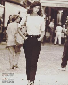 Vogue Italia 1992 Christy Turlington by Arthur Elgort Fashion Guys, Look Fashion, 90s Fashion, Vintage Fashion, Italy Fashion, High Fashion, Beret Outfit, Socks Outfit, Christy Turlington