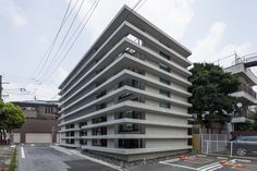 Everlong,© Shigetomo Mizuno. The house requires changeable components of architecture to endure. First of all, 10 RC bands hold small width walls. They will withstand earthquakes. The house is ringed by the 10 RC bands. Second, wooden floors set on the each band for housing requirements. This structural component has capability for the change because the wooden structure provides easy extension and reconstruction. In addition, there is the possibility to change height.