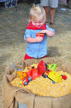 Farm theme birthday - entertainment - DIY corn tub for the kids to play in