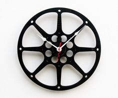 Clock made from a recycled film reel. We actually have some tables and made out of them. These make excellent decoration! Movie Reels, Film Reels, Record Crafts, Recycling, Movie Themes, Reference Images, Room Themes, Vinyl Art, Fun Crafts