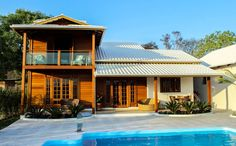 A prefabricated wooden house that costs less to build Tropical House Design, Tropical Houses, House In The Woods, My House, Building A Cabin, Wooden House, Garage, Simple House, My Dream Home