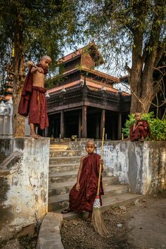https://flic.kr/p/xim6iy | Three little monks at Shwe In Bin Monastery, Mandalay, Myanmar