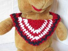 Free crochet pattern: Bandanna Baby Bib