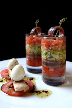 ¡¡Oído cocina!!: Vasitos de ensalada de aguacate con anchoa a la vinagreta de Módena Spanish Dishes, Spanish Tapas, Finger Food Appetizers, Appetizer Recipes, Chef Recipes, Cooking Recipes, Brunch, Tasty Bites, Mini Foods