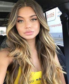 Dark hair with high lights in front Balage Hair, New Hair, Blonde Hair, Hair Inspo, Hair Inspiration, Balayage Blond, Hair 2018, Hair Highlights, Ombre Hair