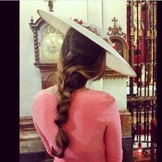 Instagram media by drolio - Comienza la temporada de bodas y una vez mas @mauromrh nos deleita con esta preciosa trenza for @drolio .Gracias a las hermanas Garcia Sanchez-Romero por confiar en nosotros #drolio #boda #invitadasconestilo