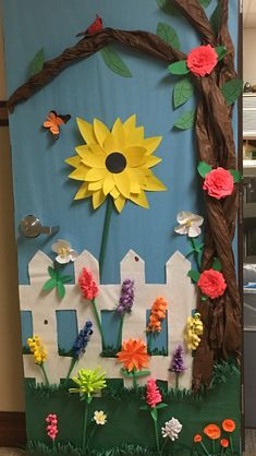 New spring door decorations classroom preschool teachers 38 Ideas Kindergarten Door, Preschool Door, Preschool Teachers, School Door Decorations, Class Decoration, Diy And Crafts, Crafts For Kids, Teacher Doors, School Doors