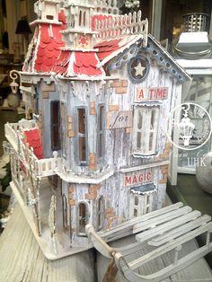 UHK Gallery - inspiracje: Prezent dla córek - świąteczny domek dla lalek