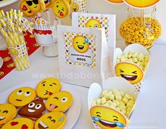 we can put on the stickers on the bags.thank tyou for coming Sleepover Birthday Parties, 5th Birthday Party Ideas, Adult Birthday Party, Circus Birthday, 11th Birthday, Birthday Emoji, Emoji Theme Party, Emoji Cake, Art Party