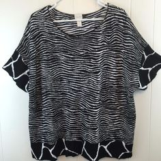 Soft, and thick knit in this #Chicos 3 Top Black & White #Zebra Blouse. Size L/XL