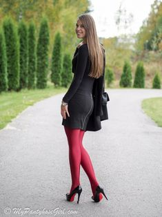 Red Uppsala in autumn - MyPantyhoseGirl Fall Tights, My Tights, Tights And Heels, Casual Summer Outfits, Sexy Outfits, Cute Outfits, Thigh High Leggings, Tight Leggings, Fashion Tights