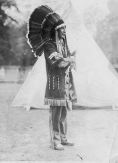Ottawa man at Harbor Springs, Michigan - circa 1910 Native American Clothing, Native American Tribes, Native American History, American Art, State Of Michigan, Northern Michigan, Native Indian, Indian Heritage, First Nations