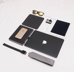 Ipod, Apple Business, Office Desk Set, Tumblr Iphone, Cool Electronics, Mac Mini, Apple Products, Travel Accessories, Apple Watch