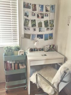 30 Ultimate Dorm Room Ideas For College Students. / 30 Ultimate Dorm Room Ideas For College Students. Checkout these cool dorm room ideas. Over thirty ultimate dorm room ideas for college students. Feed your design ideas now. Easy Home Decor, Cheap Home Decor, Dorm Room Organization, Study Table Organization, Organization Ideas For Bedrooms, Desk Storage, Ikea Study Table, Teen Room Storage, Ikea Desk Chair