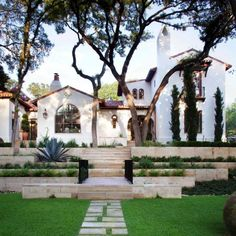 Would love the exterior to be modernized versions of Spanish Revival meets Modern Farmhouse with a nod to Mid Century Modern.this is a Spanish Revival we really love. Spanish Style Homes, Spanish House, Spanish Colonial, Spanish Exterior, Spanish Bungalow, Colonial Exterior, Spanish Modern, Spanish Tile Roof, Spanish Style Decor