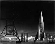 Project Moonbase (1953) Colonel Briteis, Major Bill Moore and Doctor Wernher are sent on a mission to orbit the Moon, photograph the back side of the moon and survey landing sites for future lunar missions.  http://scififilmfiesta.blogspot.com.au/
