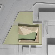 da Domus 892 maggio 2006Nella periferia industriale di Verona, lo studio Antonio Citterio and Partners ha progettato un asilo nido all'interno di un campus aziendale. Testo di Pier Paolo Tamburelli. Fotografia di Leo Torri. A cura di Rita Capezzuto