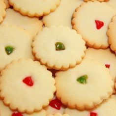 Quick Shortbread Cookies- Ingredients 1 cup butter, softened 1 cups all-purpose flour cup icing sugar cup red maraschino cherries cup green maraschino cherries Shortbread Biscuits, Biscuit Cookies, Biscuit Recipe, No Bake Cookies, Yummy Cookies, Cupcake Cookies, No Bake Cake, Baking Biscuits, Quick Cookies