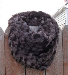 Tutorial: Faux fur infinity scarf