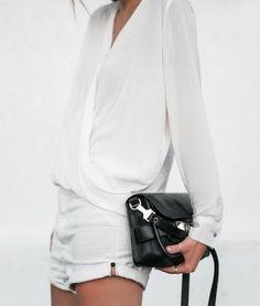 Chemise blanche petit short.