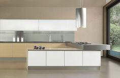 Cucina Murano Cucina legno tecno Digital Wood o cristallo blindato. Telaio anta in metallo con maniglia integrata. Spessore dell'anta 20 mm.