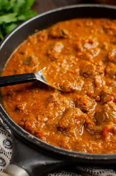 Heavenly Bombay Beef Curry - tender pieces of beef in a delicious aromatic curry sauce and can be cooking stove top or in an Instant Pot. Slimming World Beef Recipes, World Recipes, Curry Dishes, Beef Dishes, Curry Sauce Recipe Indian, Indian Food Recipes, Asian Recipes, Indian Foods, Indian Dishes