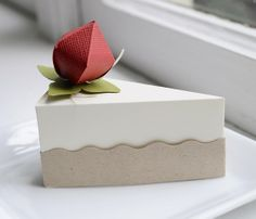 PAPER Strawberry cheesecake slice favor box.