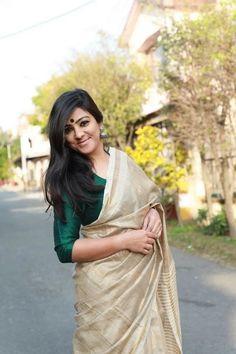 Where to shop sarees that can make you look super stylish! Kerala Saree Blouse Designs, Cotton Saree Designs, Onam Saree, Kerla Saree, Silk Sarees, Saris, Indian Sarees, Anarkali, Formal Saree