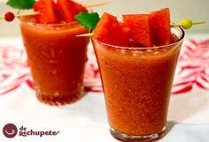 Una bebida helada y muy fácil, perfecta para el verano por su gran cantidad de agua y llena de vitaminas de nuestra fruta preferida, la sandía.