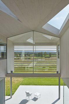 Modern balcony, veranda & terrace by Wilkinson King Architects https://www.homify.co.uk/ideabooks/31705/modern-home-in-a-magical-setting