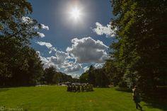een tribal circle in de zon (foto Mierlo)