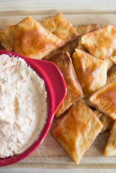 One of the big things I like eating are low-carb are dips – cottage cheese, crab dip or tzatziki.. all are amazing! But the lack of pita bread disappoints me. So I turned the delicious fathea…