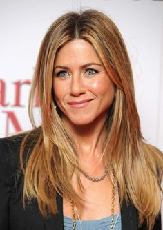 Jennifer Aniston, le foto dell'attrice - Jennifer Aniston con i capelli lunghi