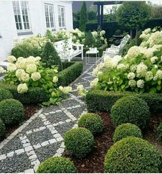 Large backyard landscaping ideas are quite many. However, for you to achieve the best landscaping for a large backyard you need to have a good design. Garden Spaces, Large Backyard Landscaping, Garden Paths, Backyard Landscaping, Backyard Garden, Outdoor Gardens, Landscaping With Rocks, Yard Design, Beautiful Gardens