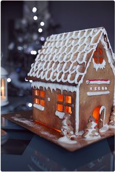 Gingerbread house by Chef Nini Noel Christmas, White Christmas, Xmas, Ginger House, Holidays 2017, Holiday Cookies, Birthday Wishes, Biscuits, Wedding Cakes