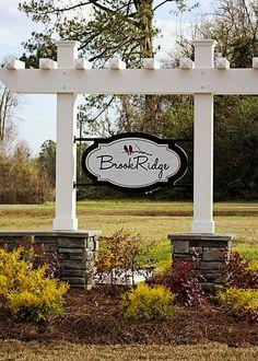 For a swing! Farm Entrance, Entrance Signage, Driveway Entrance, Entrance Design, Farm Business, Business Signs, Outdoor Signs, Outdoor Decor, Property Signs
