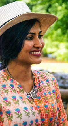 Vidya Vox, Beautiful Girl Wallpaper, Beautiful Girl Indian, Heartbeat, Indian Beauty, Bollywood Actress, Singers, Catalog, Earth