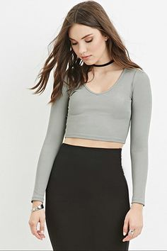Olive green FOREVER21  crop top  for woman STYLE Style Deals - A crop top crafted from finely ribbed knit with a V-neckline and long sleeves.95% polyester, 5% spandexHand wash coldMade in CambodiaFIT Measured from Small15%22 full length, 28%22 chest, 26%22 waist, 25%22 sleeve length #topcorto #bralet #strappybralet #bandeautop