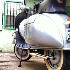 #vespaaz #vespa #vespas #vespaclub #vespamania #vespamaniacs #custom #vespalovers #vespavita #piaggio #scooter