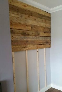 home decor wall Pallet Wall Living Room Pallet Projects Pallet Walls Wood Pallet Beds, Diy Pallet Wall, Wooden Pallet Projects, Diy Pallet Furniture, Wood Pallets, Pallet Walls, 1001 Pallets, Pallet Gate, Pallet Bathroom