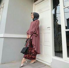 50 Ideas for wedding guest formal dress Batik Fashion, Abaya Fashion, Muslim Fashion, Modest Fashion, Girl Fashion, Fashion Dresses, Kebaya Hijab, Kebaya Dress, Hijab Dress