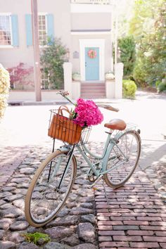 Bike Riding In Charleston, South Carolina - Flowers In A Bike Basket - Zero George Bikes - Kate Spade Stripe Dress - Poor Little It Girl Bicycle Decor, Bicycle Basket, Bicycle Design, Shop Dress Up, Striped Shirt Dress, Stripe Dress, Retro Bike, Bike Style, Vintage Bicycles
