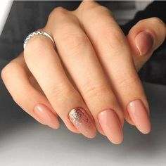 Here is a tutorial for an interesting Christmas nail art Silver glitter on a white background – a very elegant idea to welcome Christmas with style Decoration in a light garland for your Christmas nails Materials and tools needed: base… Continue Reading → Blush Pink Nails, Rose Gold Nails, Nude Nails, Nail Manicure, Acrylic Nail Designs, Acrylic Nails, Hair And Nails, My Nails, Romantic Nails