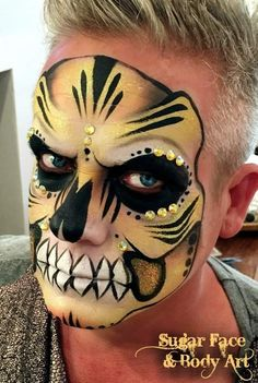 Skull Painting, Face Painting Designs, Body Painting, Sugar Skull Face Paint, Sugar Skulls, Theatrical Makeup, Diy Party, Halloween Costumes, Halloween Ideas