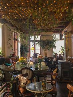 Cozy Cafe Interior, Coffee Shop Interior Design, Coffee Shop Design, Restaurant Interior Design, Bistro Interior, Bistro Decor, Café Restaurant, Modern Restaurant, Menu Café