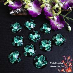 """10 wunderschöne facettierte Cabochon mit Blütenmuster in der Farbe """"Grün"""". Ein richtiger Hingucker an jeder Kette!!!"""